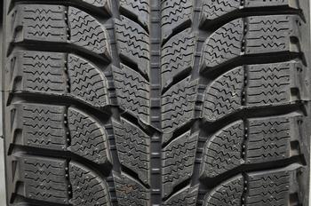 pneus pour camionettes vus pneus d 39 hiver a vendre pneus bas prix. Black Bedroom Furniture Sets. Home Design Ideas